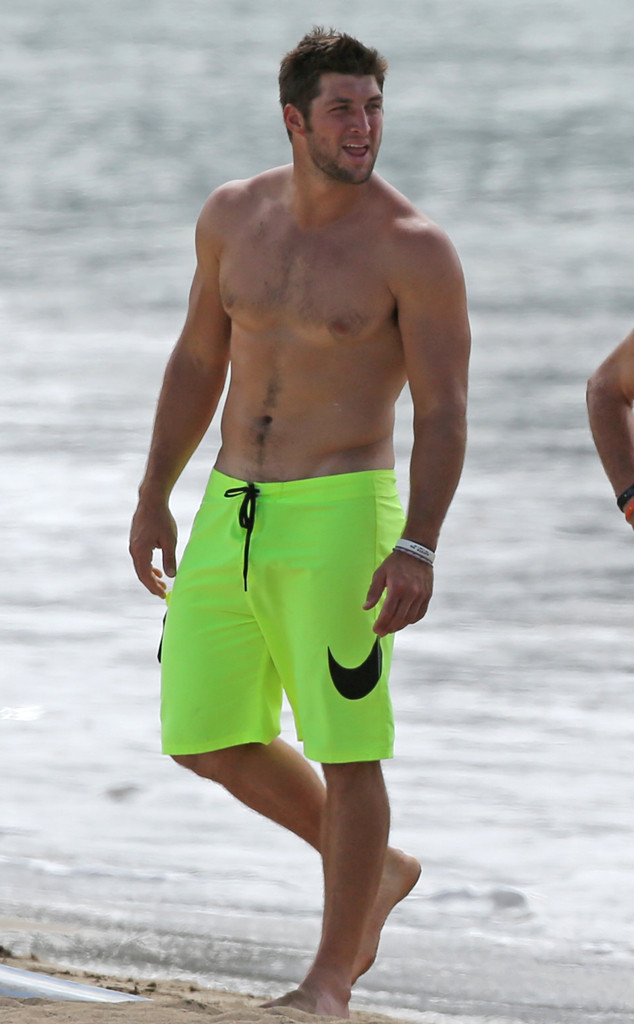 Shirtless Tim Tebow Vacations With Family in Hawaii—See