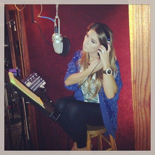Jessie James, Instagram