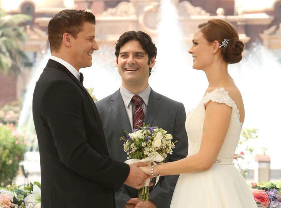 when do bones and booth first kiss