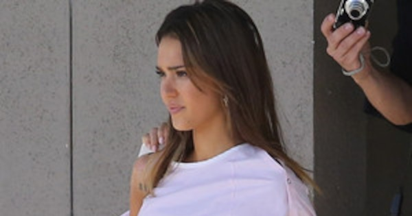 Jessica Alba Has Huge Baby Bump On Set Of New Movie See
