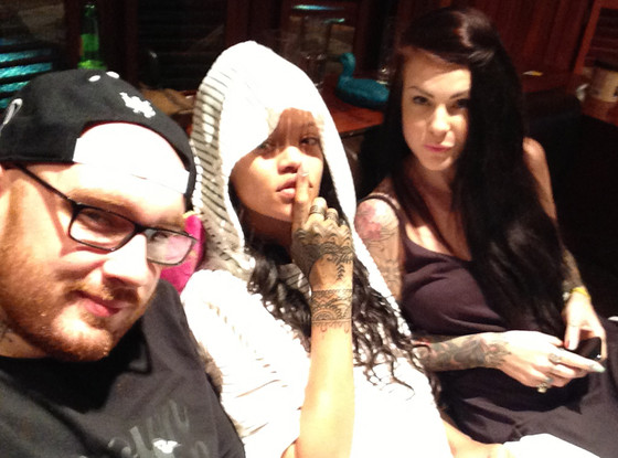Rihanna Gets New Henna Inspired Tattoo All Over Her Handsee