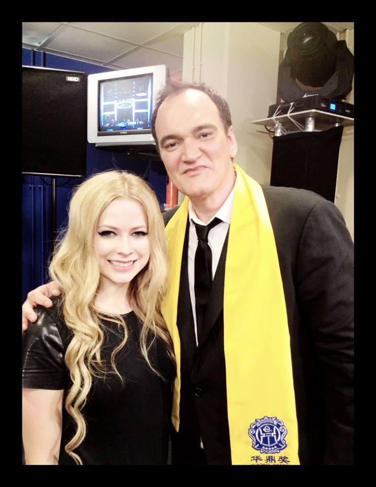 Avril Lavigne posa com Quentin Tarantino na China