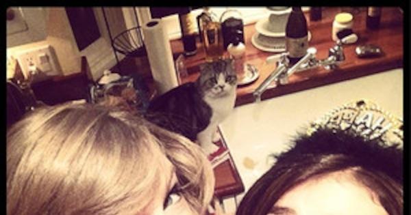 Taylor Swift Celebrates New Year's Eve With Sarah Hyland ...
