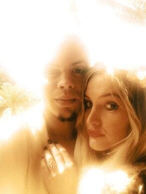 Ashlee Simpson, Evan Ross, Engagement Ring, Twit Pic