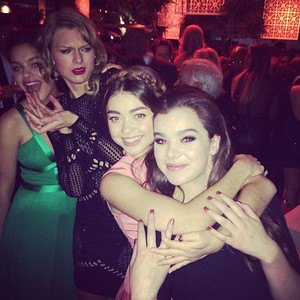 Taylor Swift, Sarah Hyland, Instagram, Golden Globes