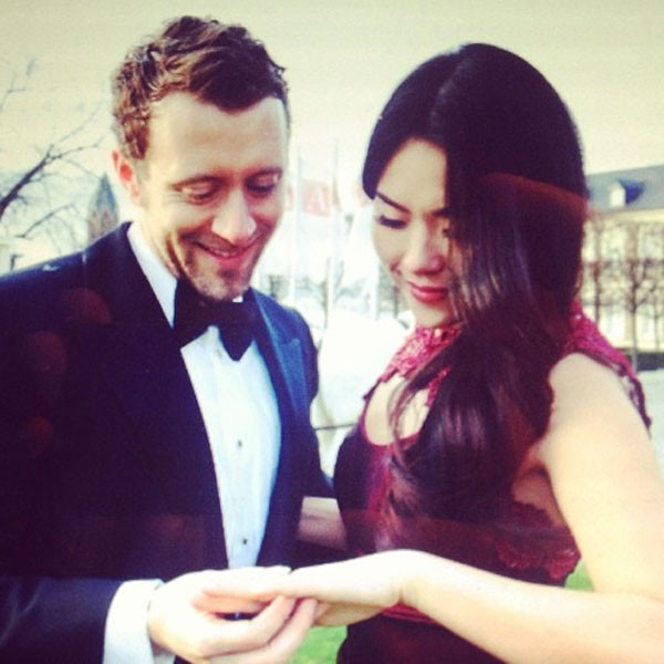 tj thyne engaged to leah park�see pictures from the bones