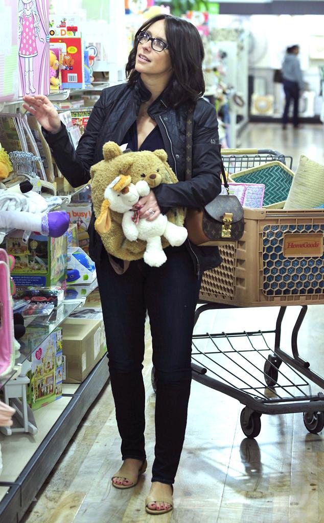 Jennifer Love Hewitt Grabs Some Cuddly Stuffed Pals For