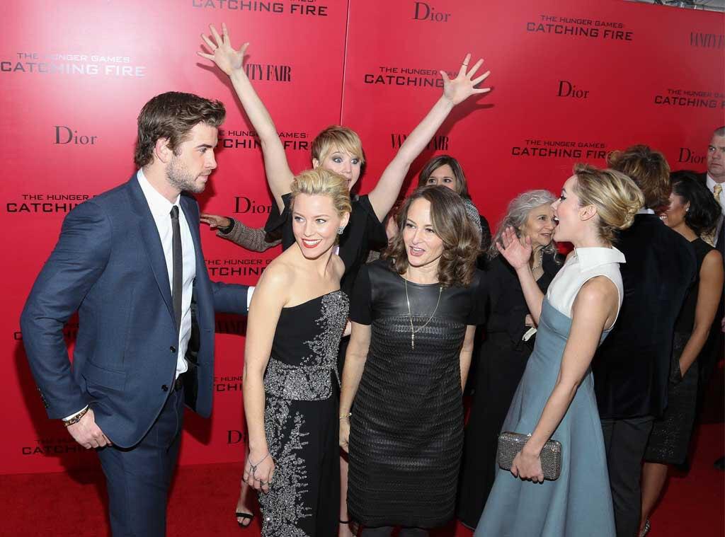 Liam Hemsworth, Elizabeth Banks, Jennifer Lawrence, Nina Jacobson, Jena Malone, Photobomb