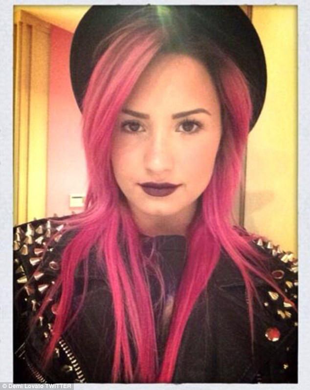 Demi Lovato novo visual cabelo pink