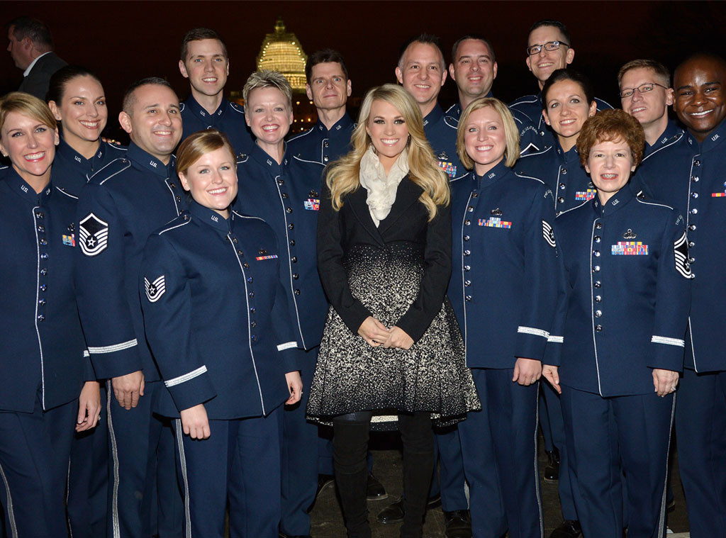 Carrie Underwood Brings Baby Bump To D C Pens Veterans Day Essay