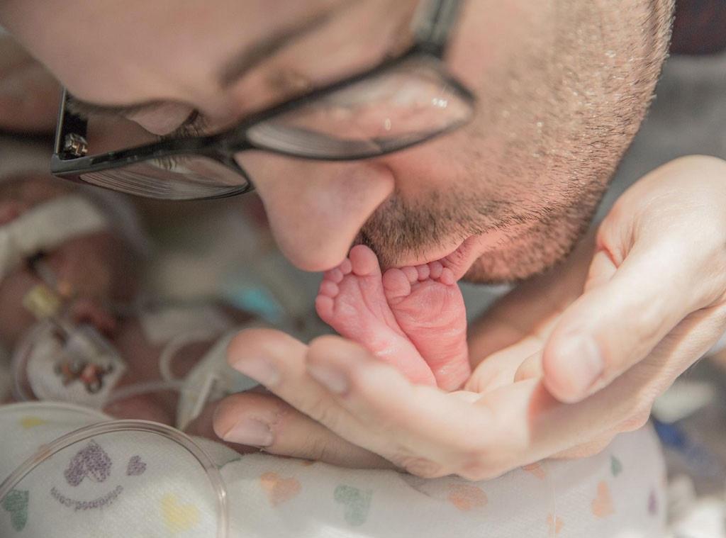 Infant feet, Kissing