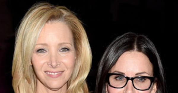 107c9389ab4 Lisa Kudrow Reunites With Courteney Cox