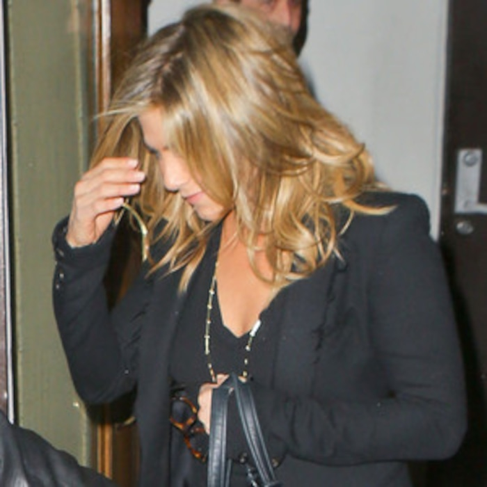 Jennifer Aniston Steps Out With New Hair Extensionssee The Pic E
