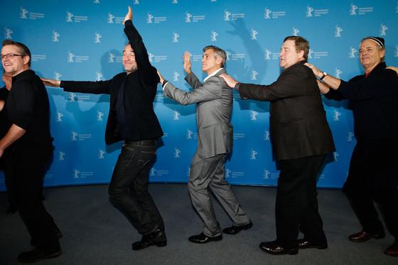 Hugh Bonneville, Dimitri Leonidas, Bill Murray, John Goodman, George Clooney, Jean Dujardin, Matt Damon