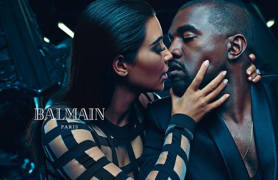 Kim Kardashian e Kanye West fazem poses provocantes em campanha da Balmain
