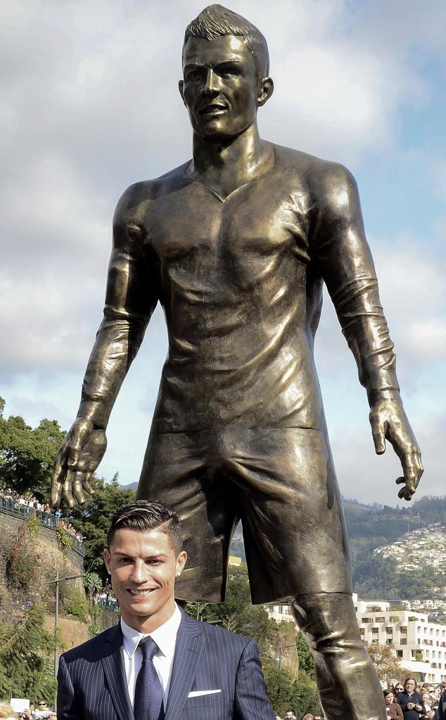 Cristiano Ronaldo, Statue