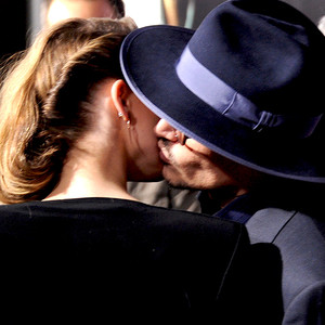 Johnny Depp, Amber Heard, Kissing