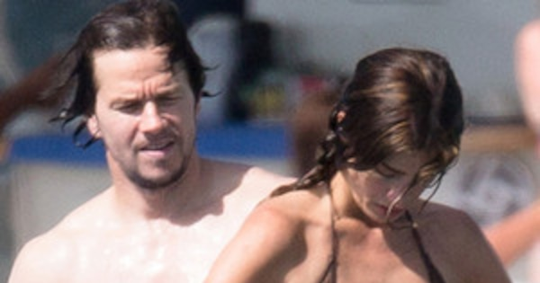 Nip Slip Mark Wahlberg S Wife Flashes Boobs Butt In