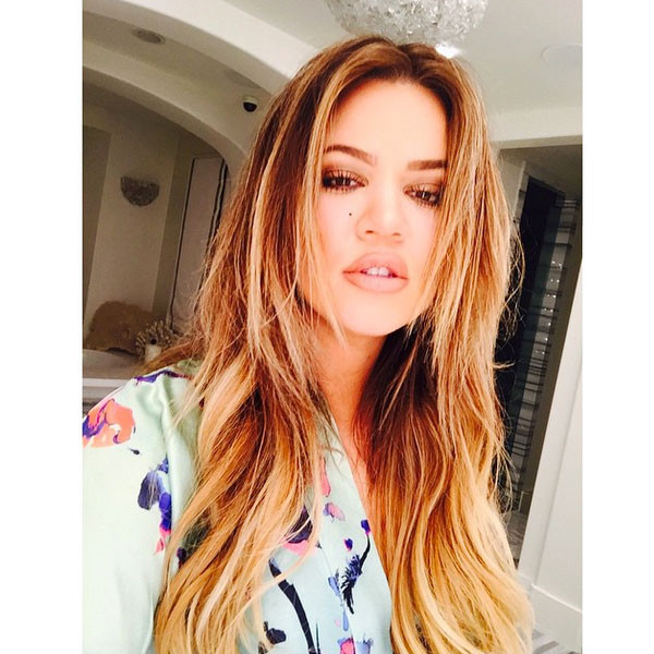 Khloe Kardashian Goes Back To Blond Flaunts Her Famous Pout See The