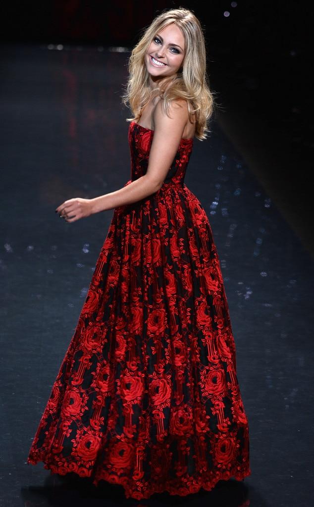 AnnaSophia Robb, Red Dress