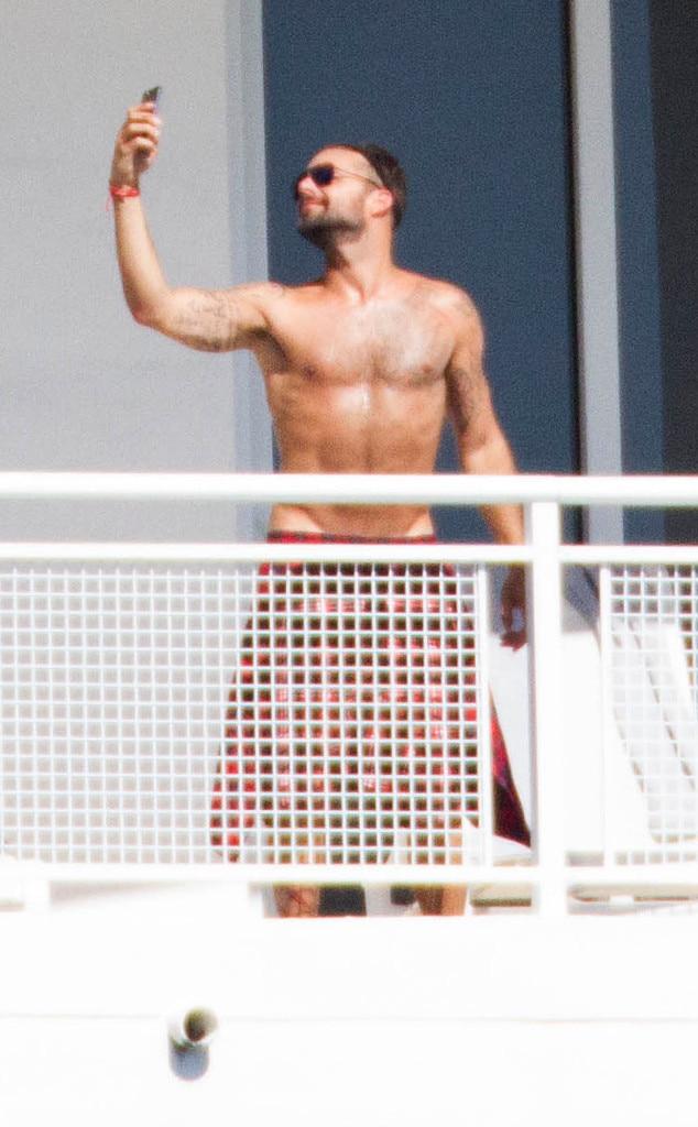 Ricky Martin, Shirtless