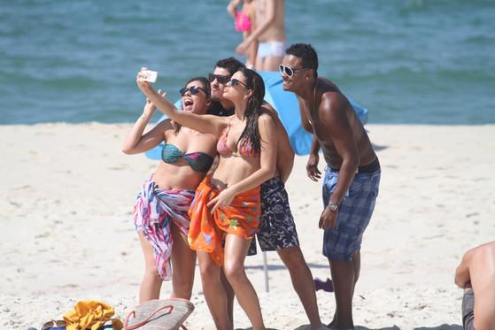 Bruna Marquezine corpo biquíni gravação novela praia do Rio