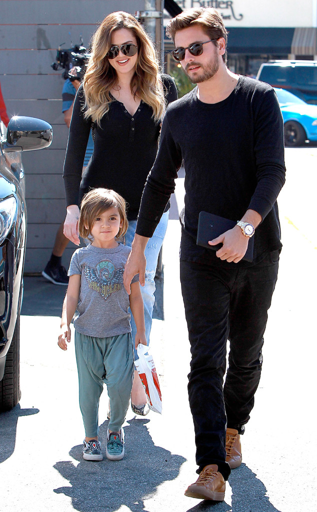 Khlo Kardashian  Family Grab Lunch  E News-1866