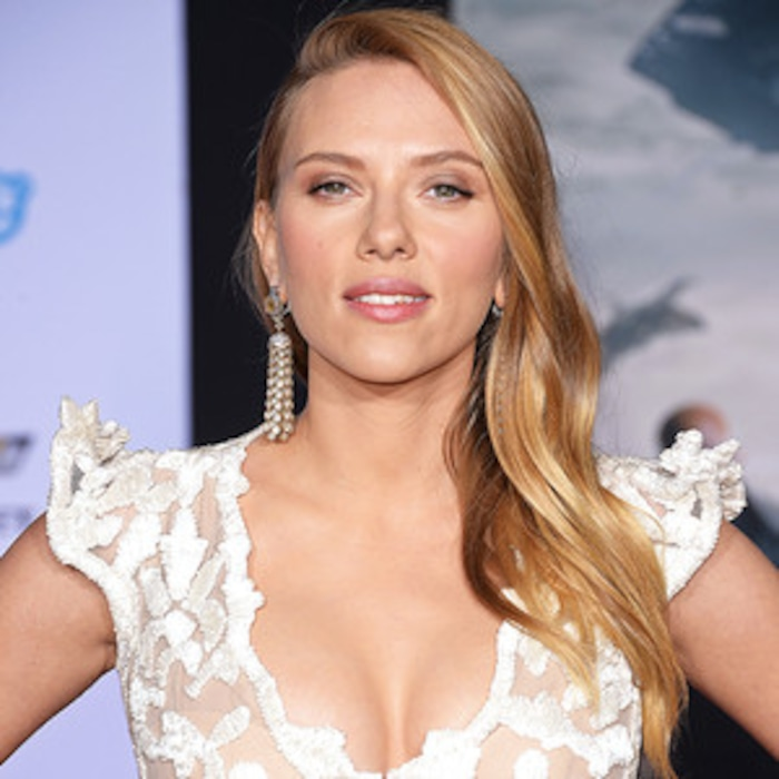 ae2f66d20f Scarlett Johansson Debuts Tiny Baby Bump and Flashes Massive Cleavage—Take  a Look!
