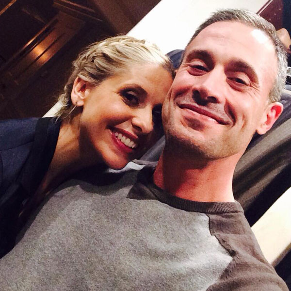 Sarah Michelle Gellar Says Freddie Prinze Jr. Is ''Recovering'' After Spine  Surgery, Talks Holiday Plans - E! Online