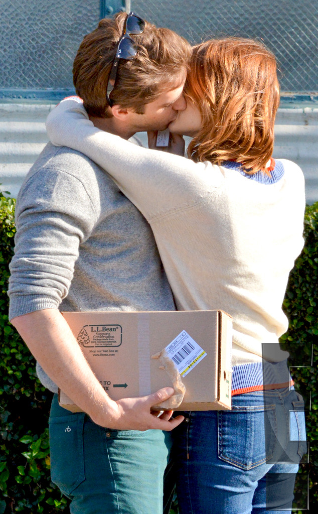 Exclusive Emma Stone Kisses Andrew Garfield See Their Pda E