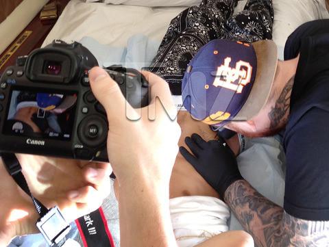 Justin Bieber tatuagem Forgive fotos avião