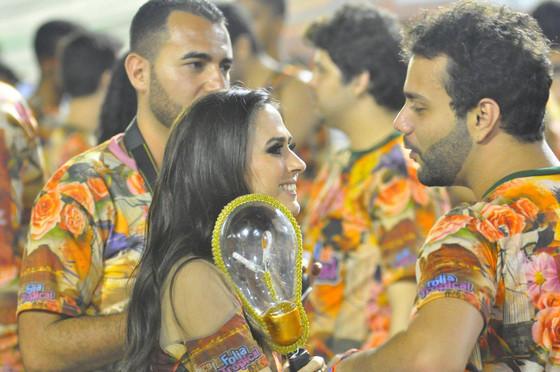 Famosos assistem desfile das campeãs no Carnaval do Rio