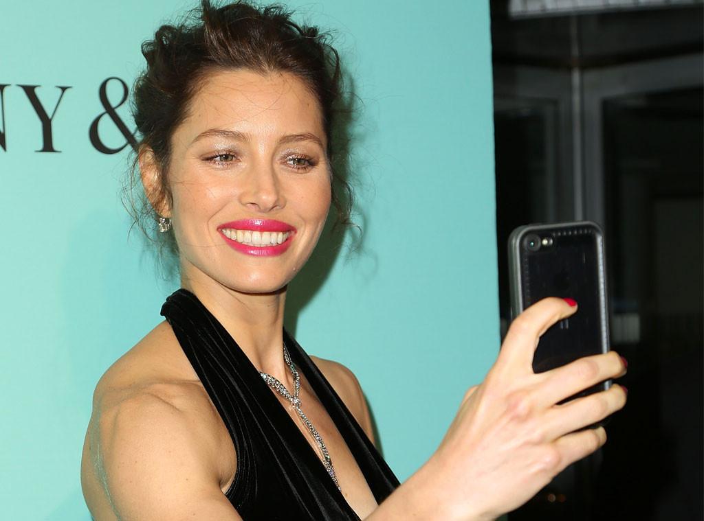 Jessica Biel, Selfie