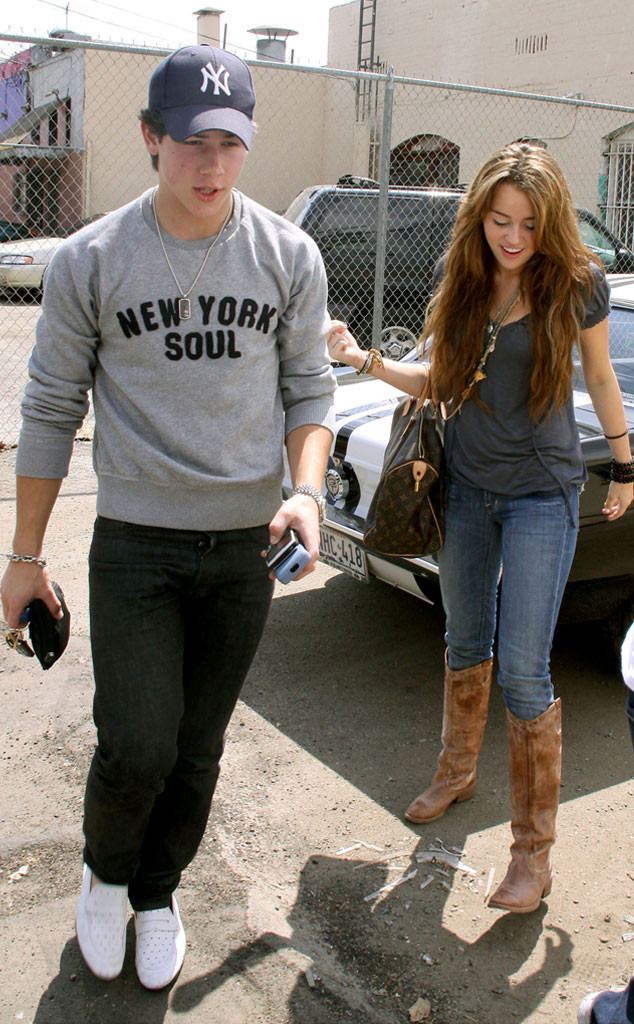 miley cyrus and nick jonas dating history