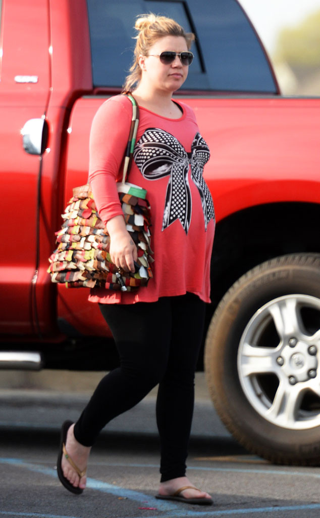 Kelly Clarkson S Best Baby Bump Pic Yet E News