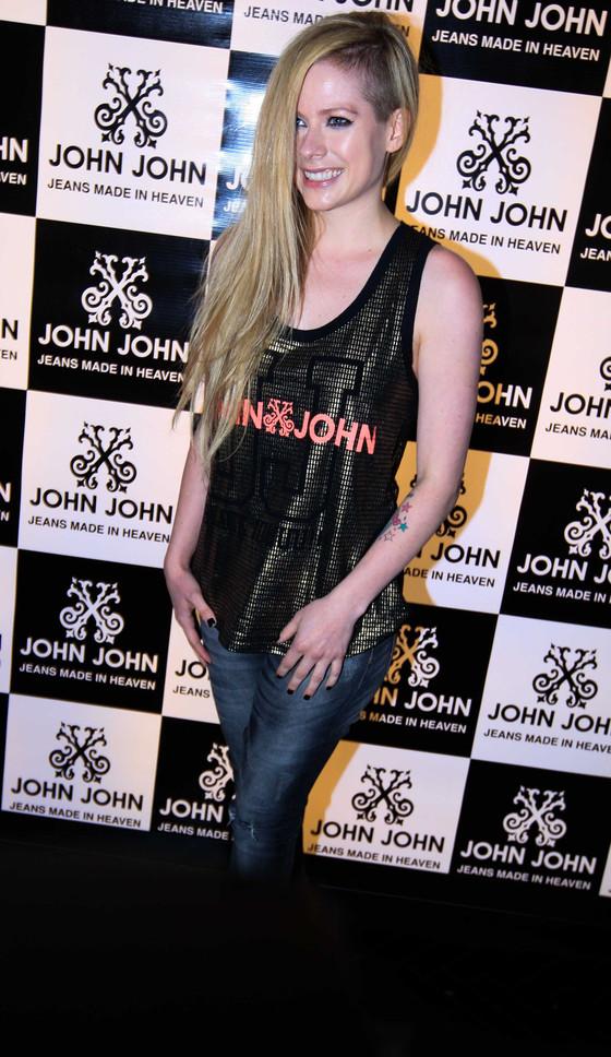 Avril Lavigne causa tumulto em loja em São Paulo