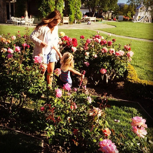 Maxwell, Jessica Simpson, Tina Simpson, Instagram