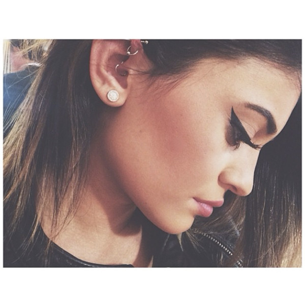 Kylie Jenner Shows Off Latest Ear Piercing, While Kendall ...
