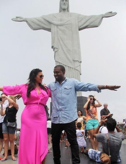 Kim e Kanye no Rio com Cristo redentor