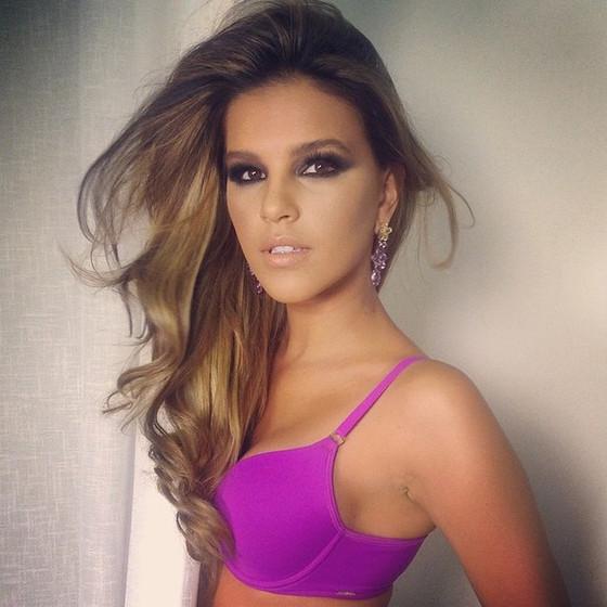 Mariana Rios muda o visual
