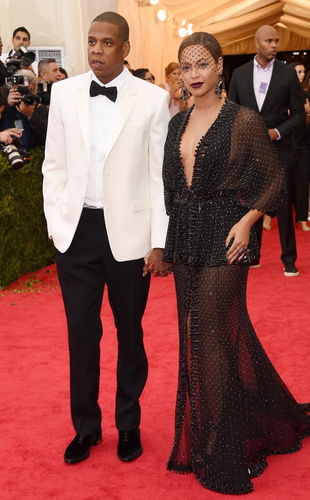 El incómodo momento de Jennifer Lopez al vestirse como