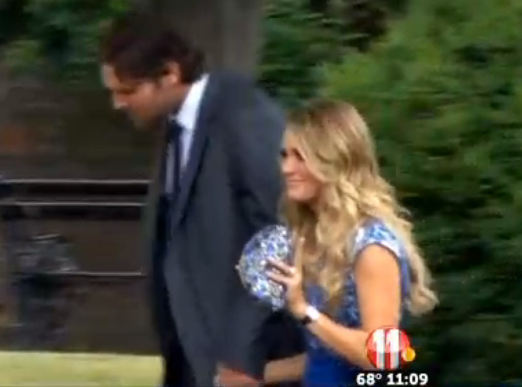 Kimberly Perry Of The Band Perry Wedding Pics See The Brides Dress
