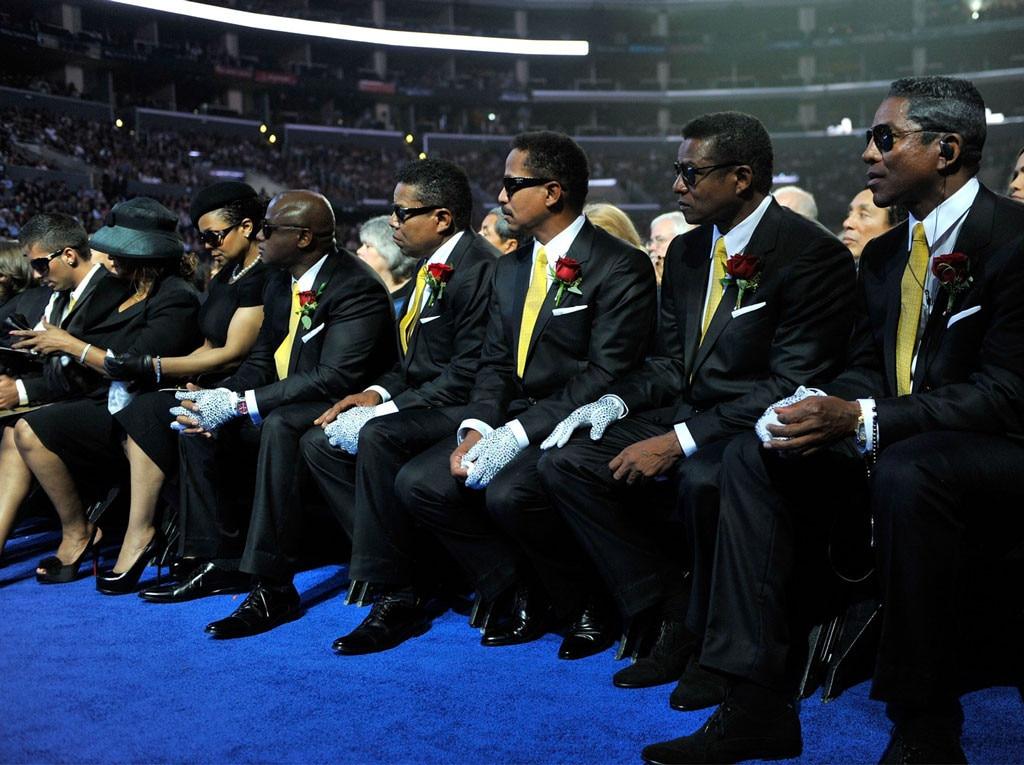Rebbie Jackson, Janet Jackson, Randy Jackson, Tito Jackson, Marlon Jackson, Jackie Jackson, Jermaine Jackson, Michael Jackson, Memorial