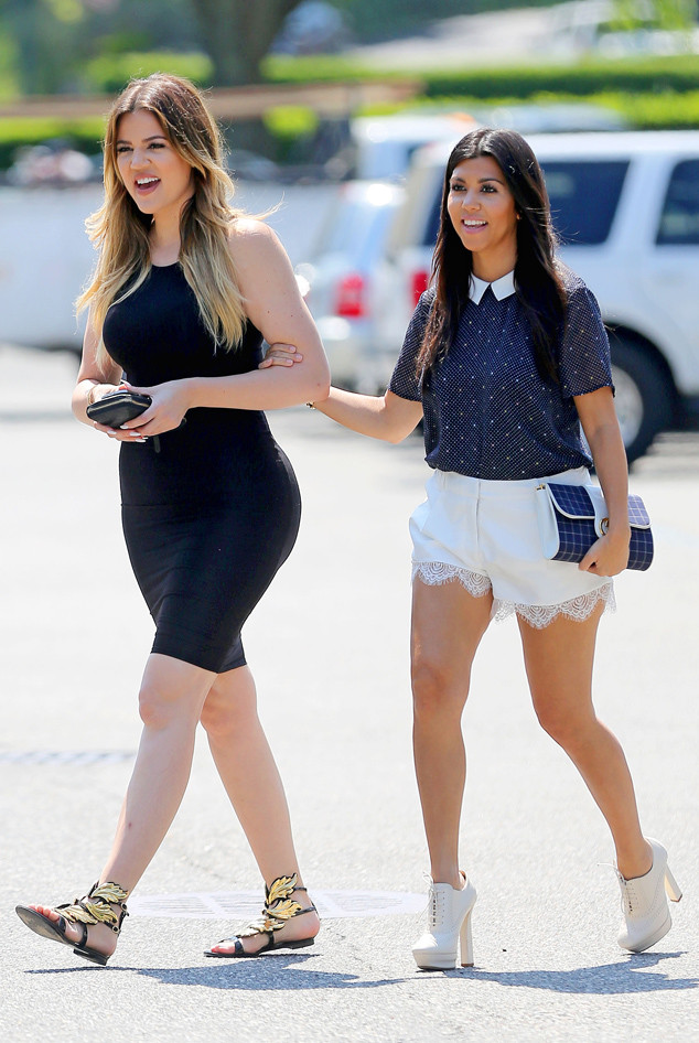 7e8639d4fdcc Kourtney and Khloé Kardashian Enjoy Lunch Together While Taking the ...