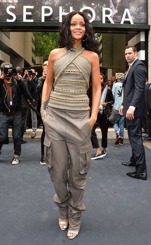 Rihanna Looks Like An Awkward Mummy In Strange Top And Cargo Pants E Online