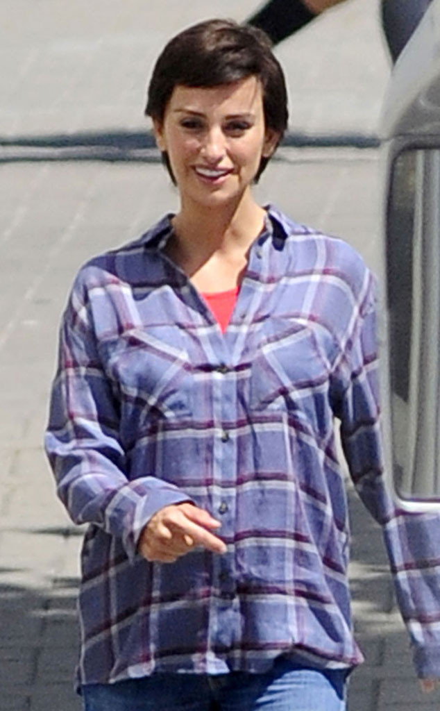 Penelope Cruz Actress Sports Super Short Hair On Set E Online