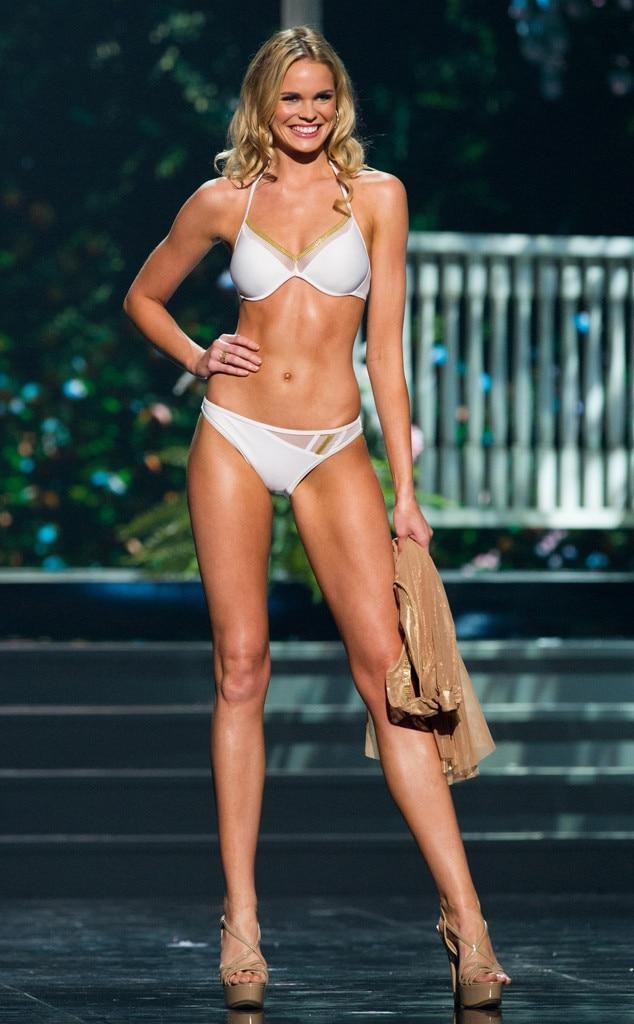 Hispanic Fashion Nova Model
