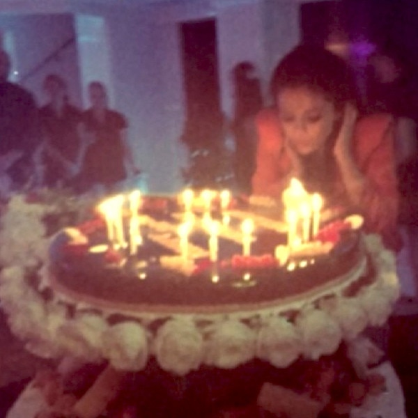 Birthday Cake From Selena Gomezs 22nd Birthday In France E News