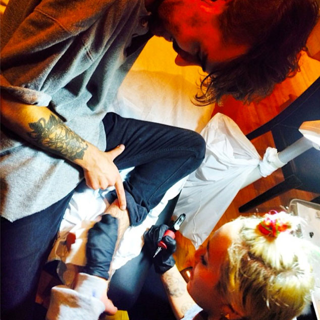 Miley Cyrus And Cheyne Thomas Give Each Other Tattoos E Online