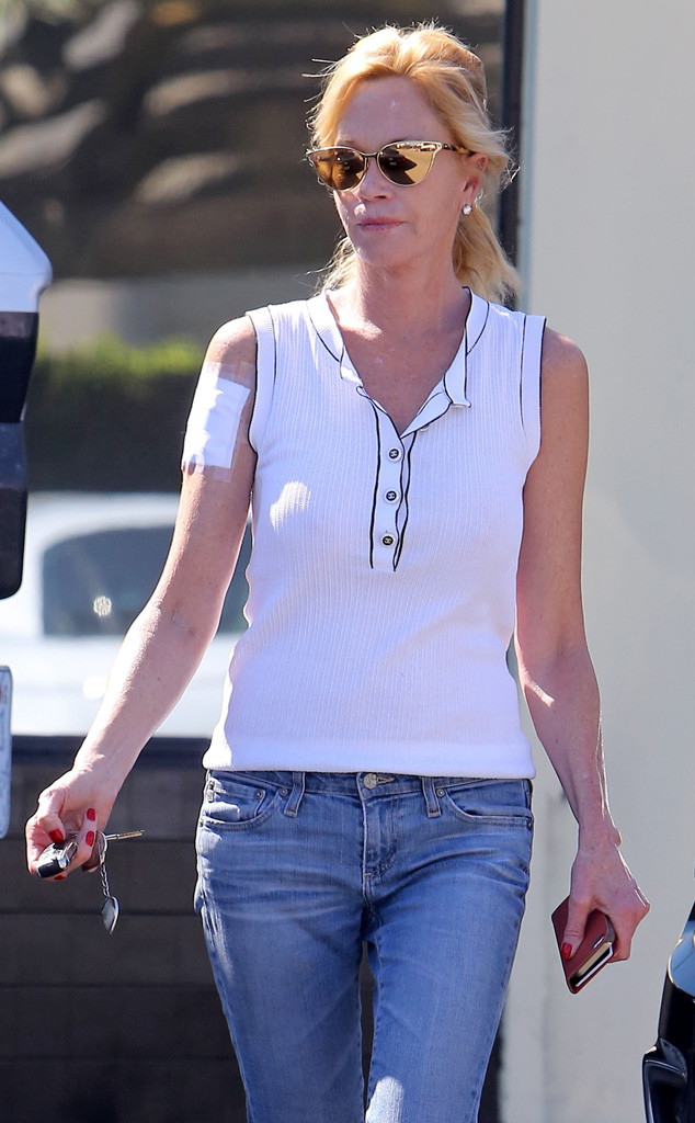Melanie griffith getting antonio banderas tattoo removed for Tattoo bandage removal